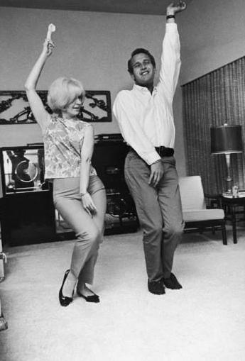 Joanne Woodward_Paul Newman_clowning around